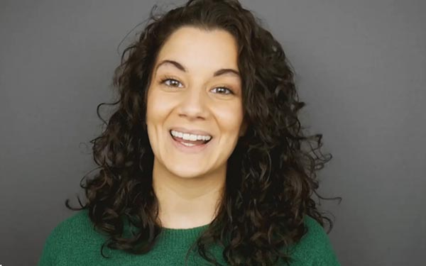 Mask actor Alejandra Bacelar Pereira